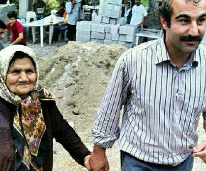 محسن تنابنده در کنار خاله اش