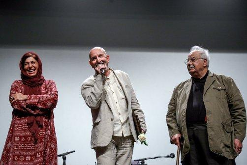 ناصر ملک مطیعی در کنار فرهاد آئیش و مائده طهماسبی در اختتامیه جشنواره مادر