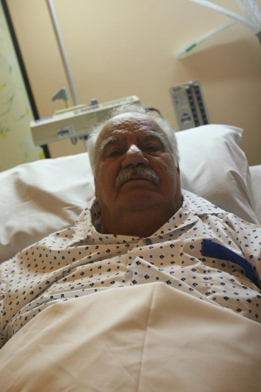 ناصر ملک مطیعی در تخت بیمارستان