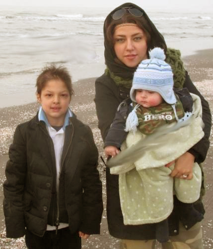 پریچهر حسینی(همسر شهاب) و فرزندانش