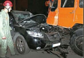 خودروی باران بعد از تصادف
