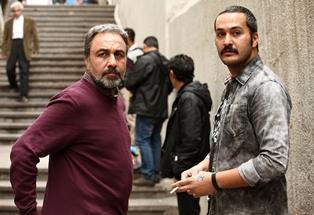 """رضا عطاران و میلاد کیمرام در نمایی از """"آب نبات چوبی"""""""