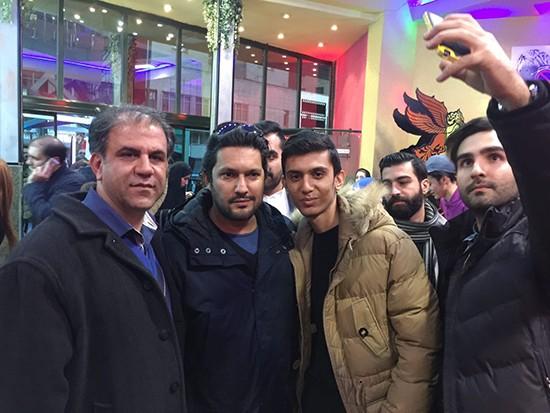 حامد بهداد در برابر سینما استقلال