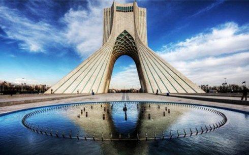 برج آزادی که پوشش روشن از آن الهام گرفته شده
