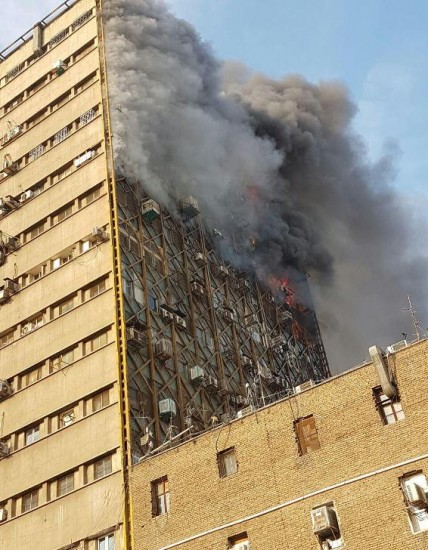 ساختمان پلاسکو در آتش