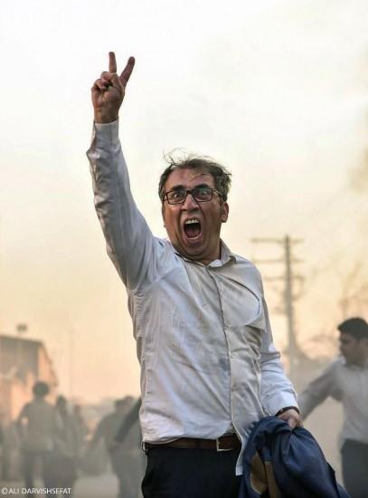 تصویری از سیامک انصاری در «ساعت 5 عصر» که به شدت انتخاباتی به نظر می رسد