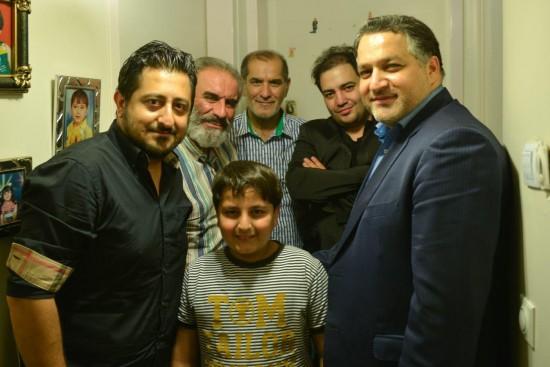 علیرضا تابش در پشت صحنه «شکلاتی»-در عمق تصویر هم ایرج محمدی اخوی منوچهر دیده میشود