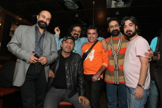 حامد عنقا(اول از راست) در کنار وحید جلیلیوند(کارگردان) و علی جلیلوند تهیه کننده «بدون تاریخ بدون امضاء»