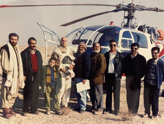 """حسین ملکی(نفر چهارم از راست) در پشت صحنه فیلم """"گروگان"""" در کنار حسین فرحبخش و جمشید آریا"""