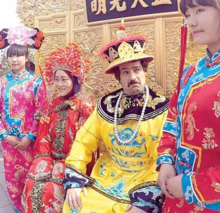 """احمد مهرانفر و """"ژانگ منگ هان"""" در نمای جشن عروسی چینی از سریال """"پایتخت4"""""""