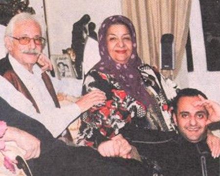 جمشید مشایخی در کنار همسر و فرزندش